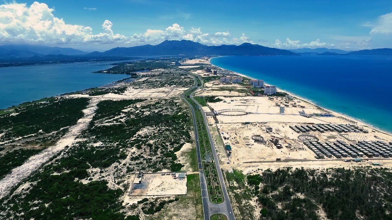 """BĐS nghỉ dưỡng Bãi Dài Cam Ranh đang ở giai đoạn """"nóng"""" với rất nhiều dự án đang triển khai hai bên trục đường Nguyễn Tất Thành"""