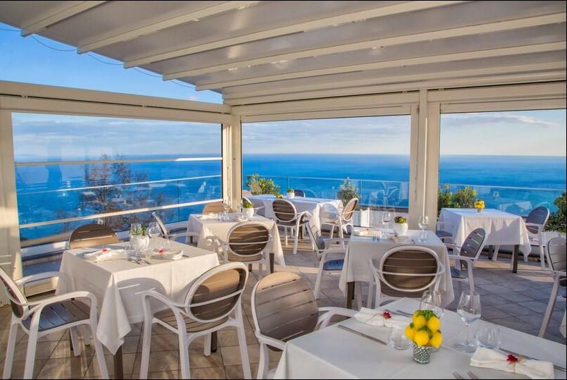 Amalfi Coast thu hút hàng triệu lượt du khách mang lại sự phát triển cho ngành F&B