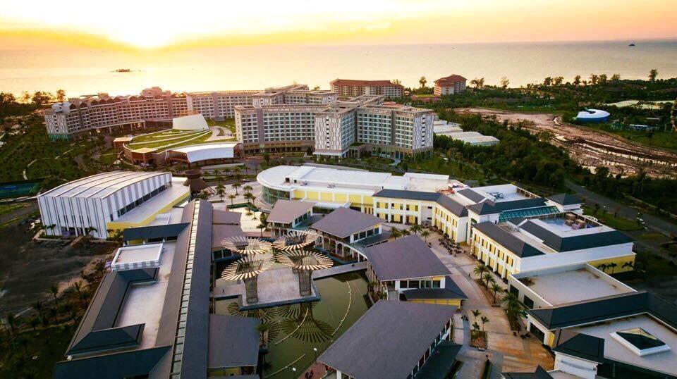 Shoptel Vinpearl Phú Quốc nằm liền kề Casino giúp nhân đôi giá trị