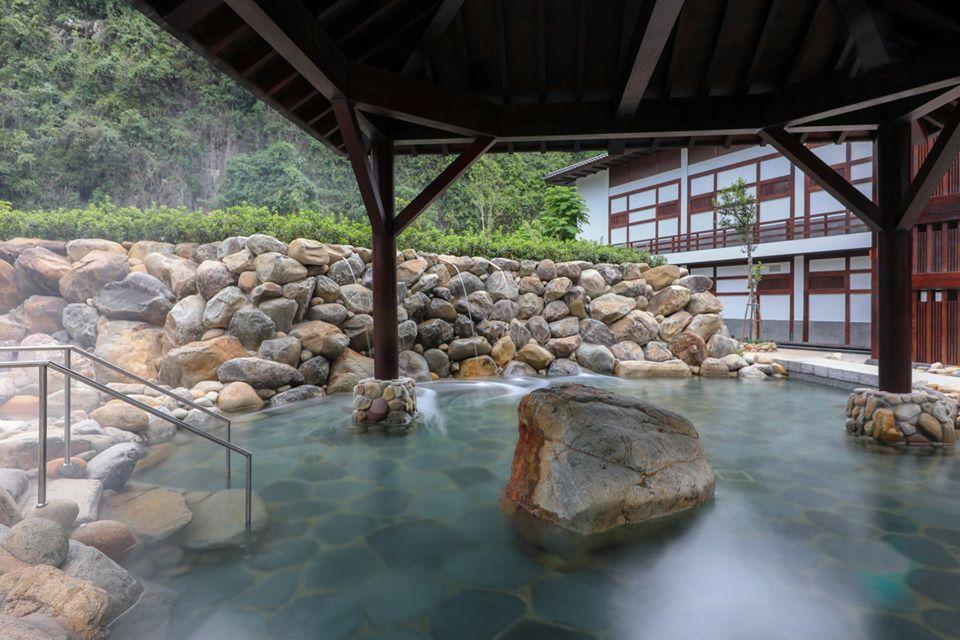 Khoáng nóng Yoko Onsen Quang Hanh chứa nhiều hàm lượng tốt cho việc trị liệu, chăm sóc sức khỏe