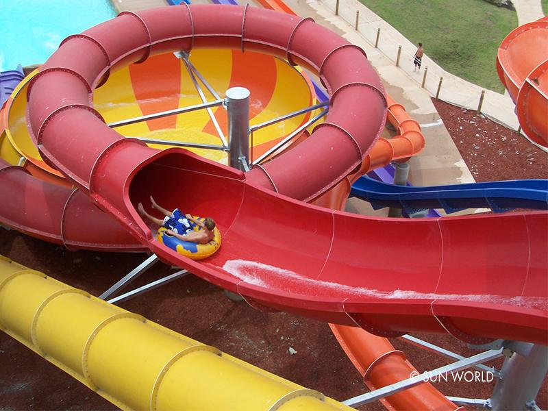 Trò chơi cơn lốc nhiệt đới - công viên nước Aquatopia