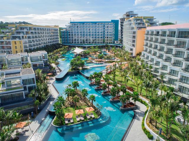 Tổ hợp condotel và villaPremier Residences Phu Quoc Emerald Bay mới khai trương tại bãi Kem - Nam Phú Quốc