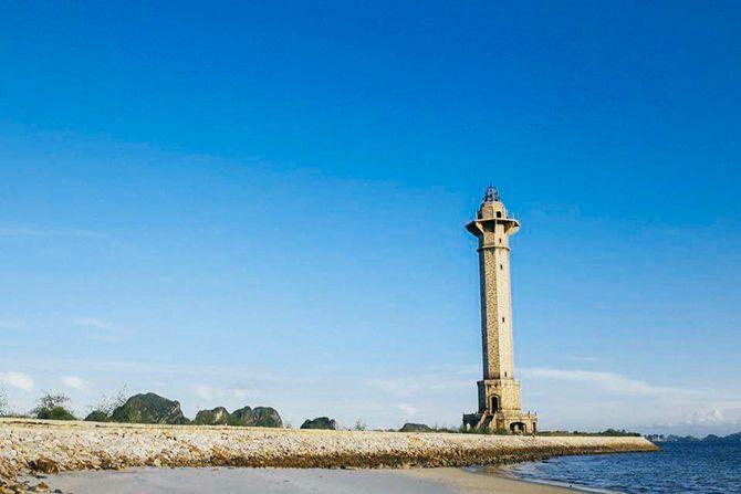 Ngọn Hải Đăng ngay cạnh Sun Grand City Marina đang là nơi thu hút khách du lịch đến tham quan