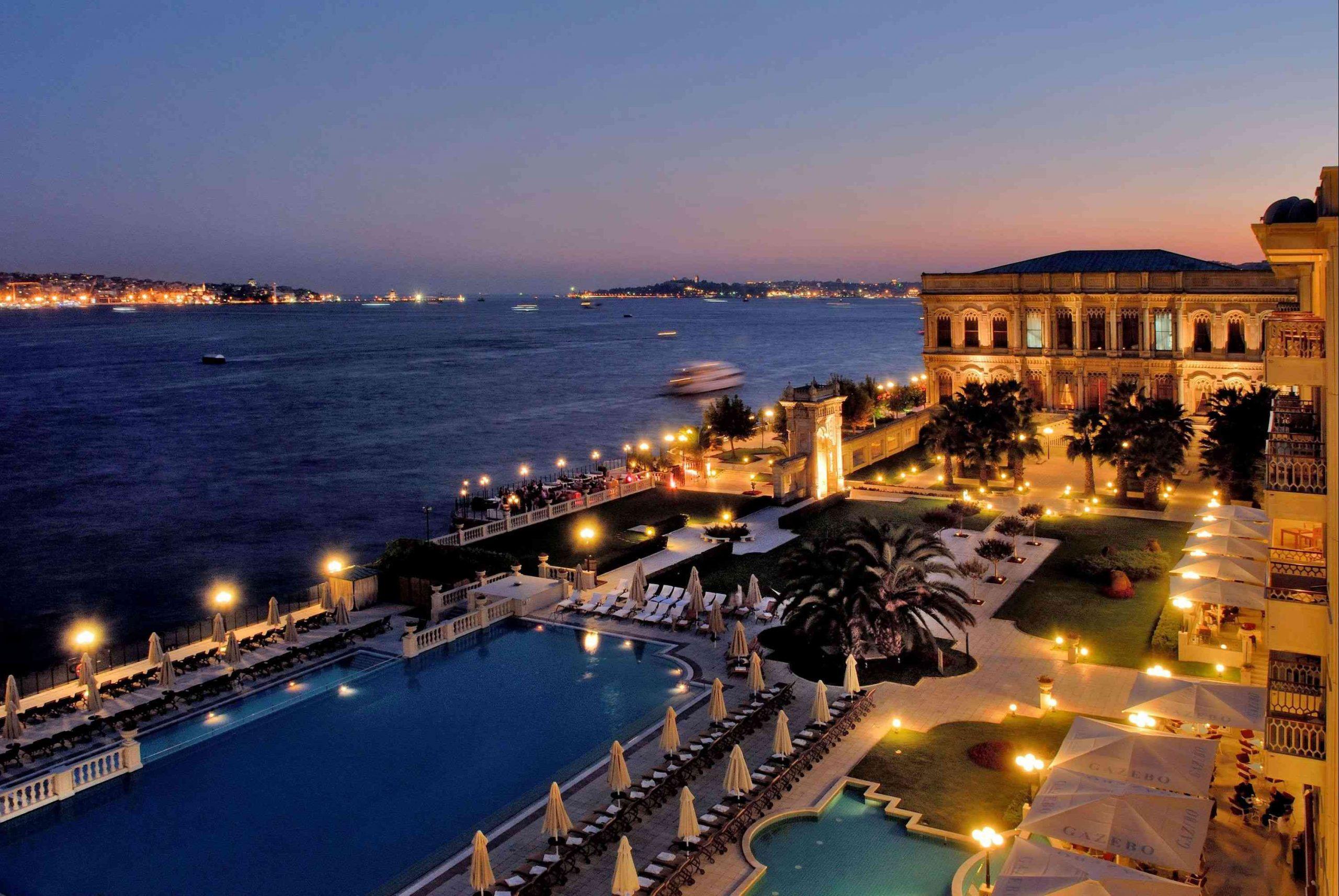 khách sạn 5 sao Ciragan tại Istanbul nằm trong cung điện Ottoman thế kỷ 19