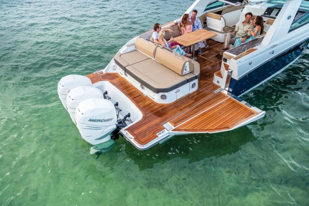 Tận hưởng cuộc sống như giới siêu giàu: thú vui chơi du thuyền, mua sắm xa xỉ, nghỉ dưỡng tại căn hộ đẳng cấp, sang trọng