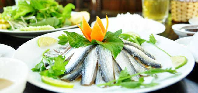 goi-ca-trich-tai-quan-hoai-thuong-bai-khem-voi-nuoc-cham-gia-truyen-900x598