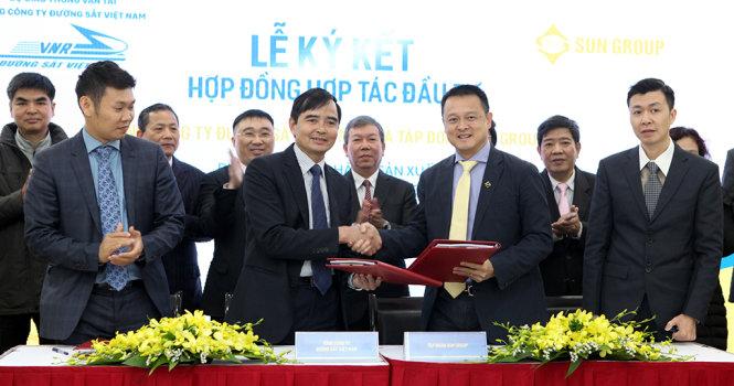 Đại diện VNR và Sun Group ký hợp đồng đầu tư tòa nhà tại 31 Láng Hạ, Hà Nội
