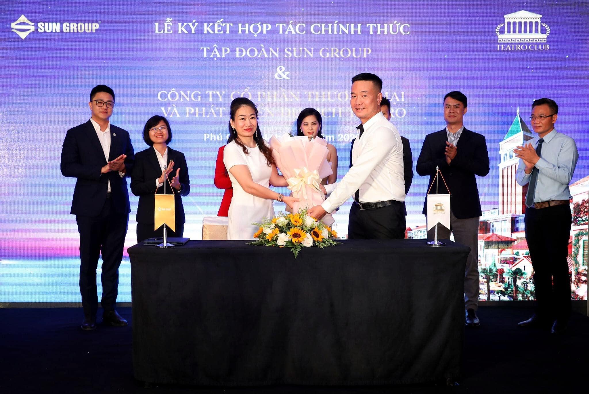 Đại diện lãnh đạo Sun Group và công ty Teatro tại lễ ký kết