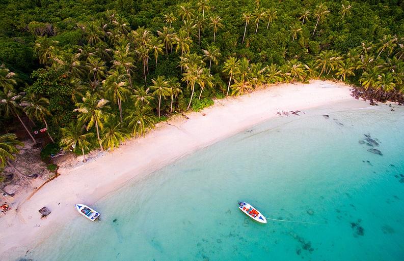 """Tạp chí Time mô tả Phú Quốc là """"viên kim cương"""" của Việt Nam và là một trong những điểm đến có tốc độ phát triển nhanh nhất Đông Nam Á. Năm 2019, Phú Quốc thu hút 5 triệu lượt khách, tăng 30% so với 2018."""