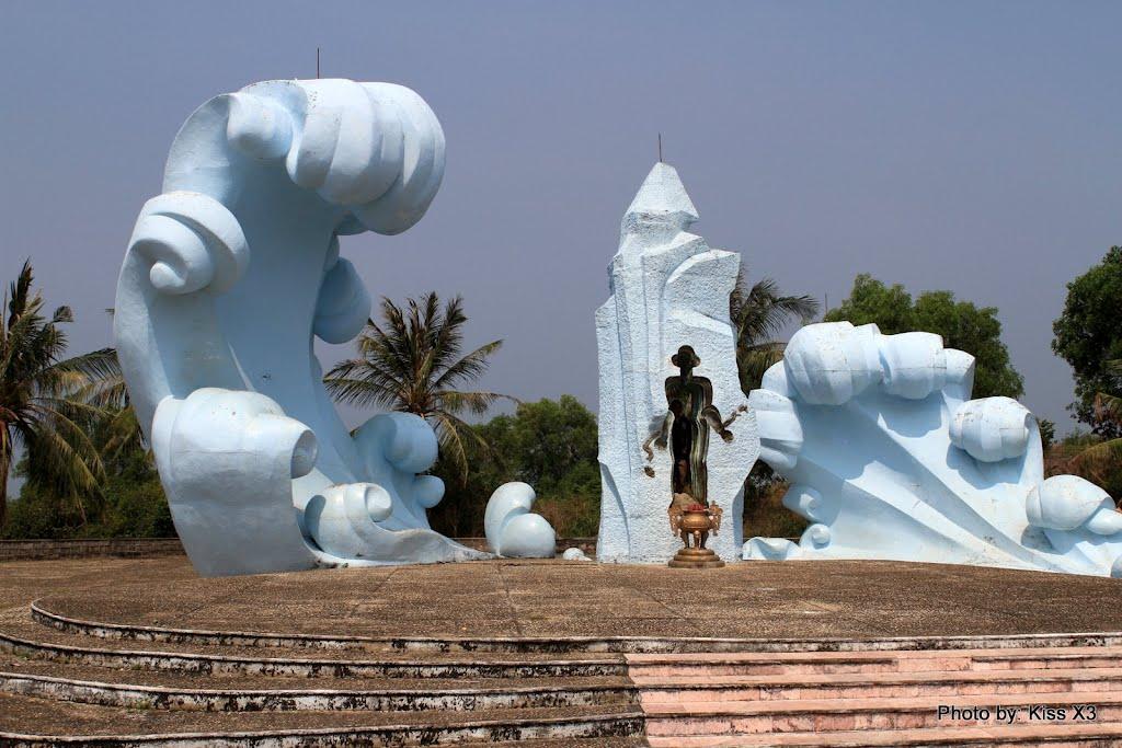Tượng đài tổ quốc ghi công liệt sĩ đã hi sinh tại nhà lao cây dừa Phú Quốc