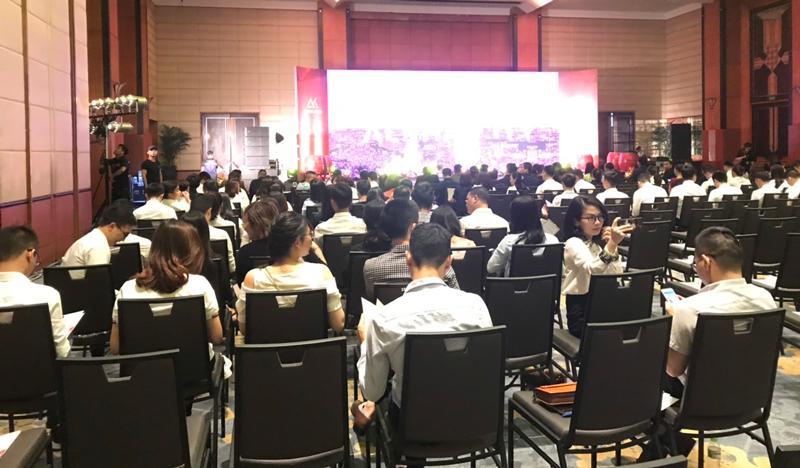 Hội trường lễ ra quân dự án Alpha City giai đoạn 2 quy tụ hàng trăm sale giàu kinh nghiệm từ các đại lý uy tín
