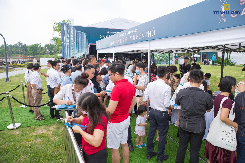 Hơn 2000 Khách hàng xếp hàng từ 7h sang đến 9h sang đợi sự kiện mở bán SkyOasis