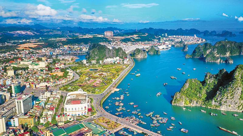 Nhiều công trình được xây dựng góp phần làm thay đổi bộ mặt của Quảng Ninh