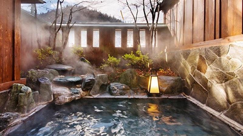 Tắm onsen giàu có từ sức khoẻ