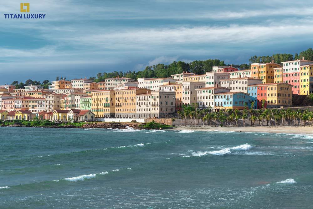 1 góc khu vực nhà hàng ven biển và dãy Shophouse Venice