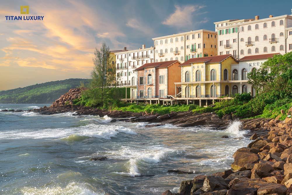 Những căn Shophouse Địa Trung Hải nằm trên triền đá ngoạn mục hướng biển