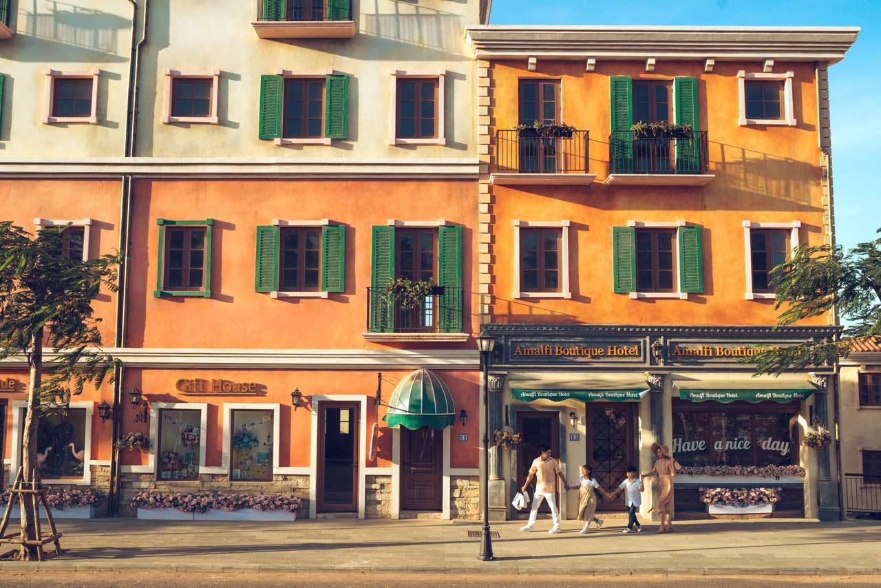 Những cửa tiệm đầu tiên đã được trang trí