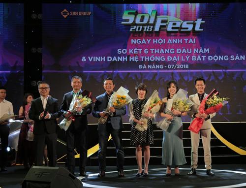 Bà Nguyễn Thị Liên Dung – Chủ tịch HĐQT Titan Group trong lễ Vinh danh Đại lý xuất sắc của Sun Group năm 2018