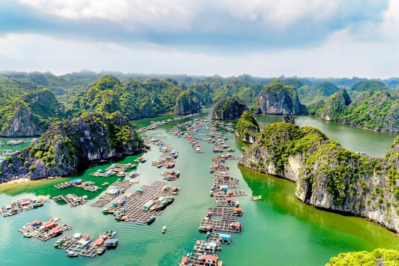 Hạ Long có các danh lam thắng cảnh thu hút du khách ghé thăm